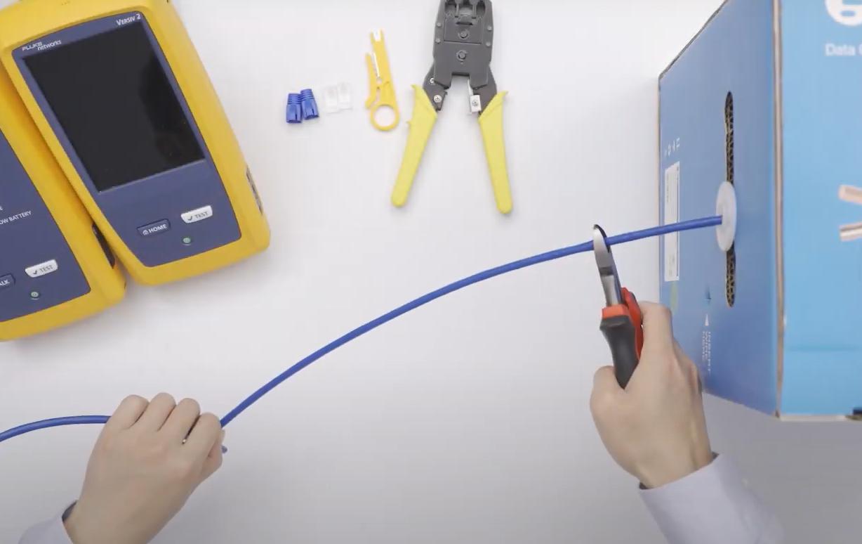Cortar el cable de red con el alicate