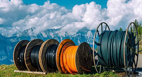 https://media.fs.com/images/community/uploads/post/202005/15/25-how-to-install-pulling-grip-for-fiber-optic-cable-pulling-8.jpg