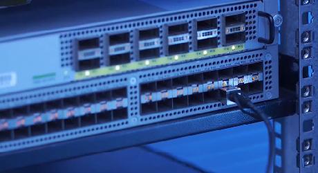 https://media.fs.com/images/community/uploads/post/202105/27/post57-high-speed-direct-attach-cables-zl8epivshg.jpg