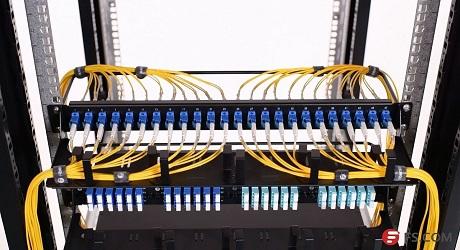 https://media.fs.com/images/community/uploads/post/202107/09/post27-gestion-cable-9c0pem90qj.jpg