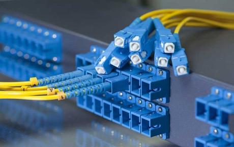 https://media.fs.com/images/community/uploads/post/202107/14/post29-cable-fibra-de-conector-sc-2pjaz174qf.jpg