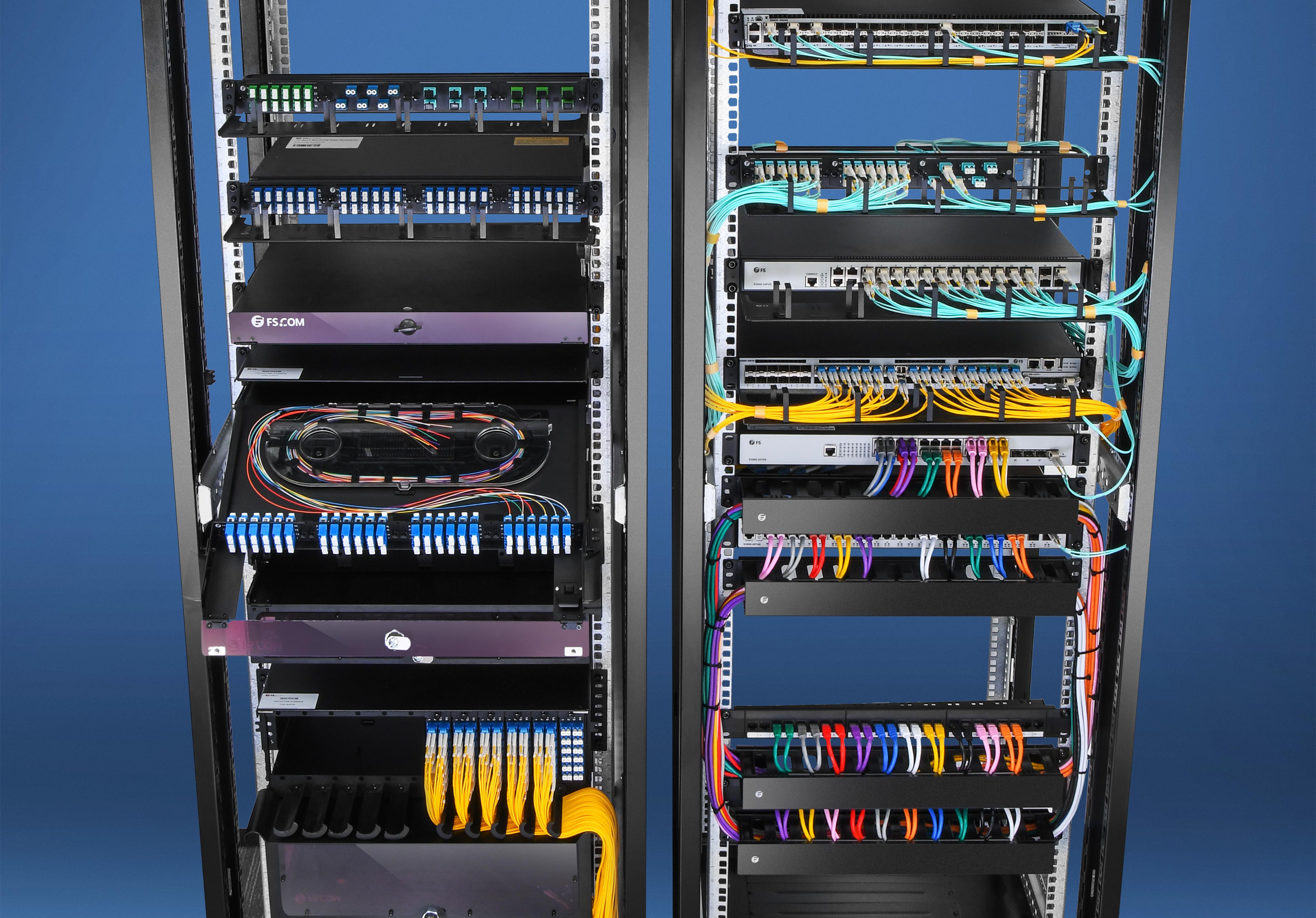 Accessoires installés dans un rack de serveur