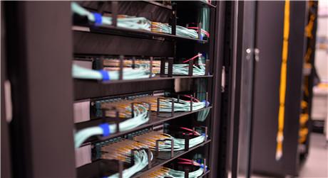 https://media.fs.com/images/solution/1u-cable-management.jpg